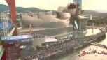 Skoki do wody z ponad 20-metrowego mostu