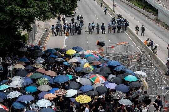 Policja pilnuje porządku podczas protestu