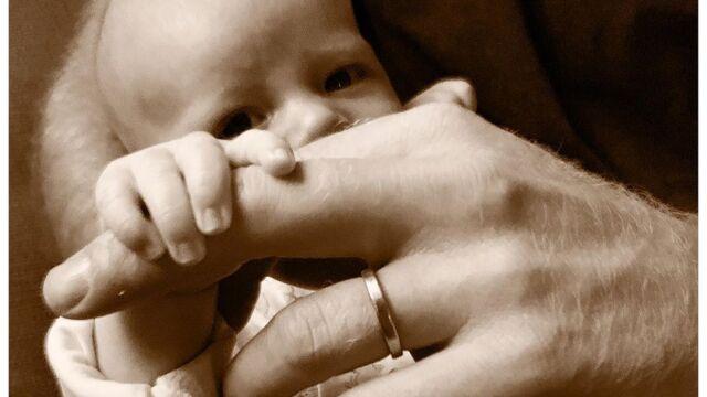 Pierwsze takie zdjęcie Archiego. Książę Harry świętuje Dzień Ojca