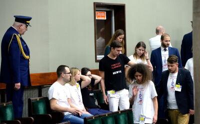 """""""Nie było listy"""". Większość lekarzy rezydentów niewpuszczona do Sejmu"""