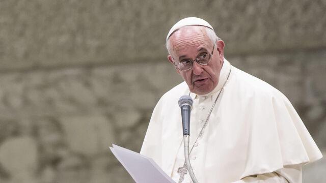 Franciszek: Niech każda parafia, każdy klasztor i każde sanktuarium przyjmą uchodźców. Po jednej rodzinie