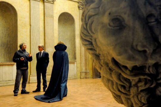 Na planie filmu - reżyser Paolo Sorrentino z aktorami