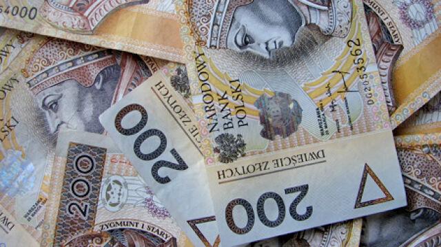 Urzędnicy nie czują kryzysu, ich pensje rosną