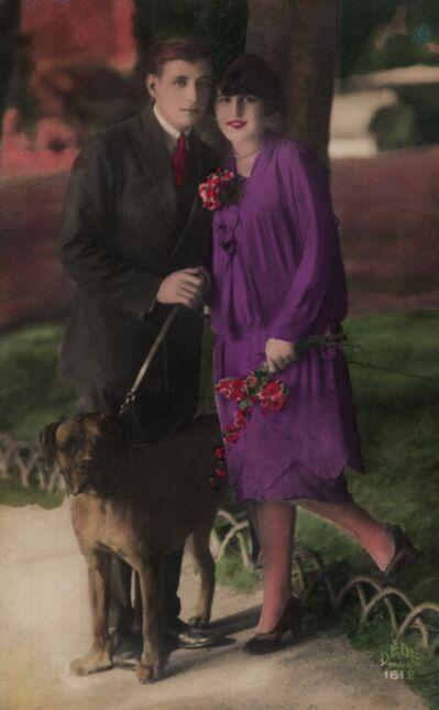 Para z psem w parku