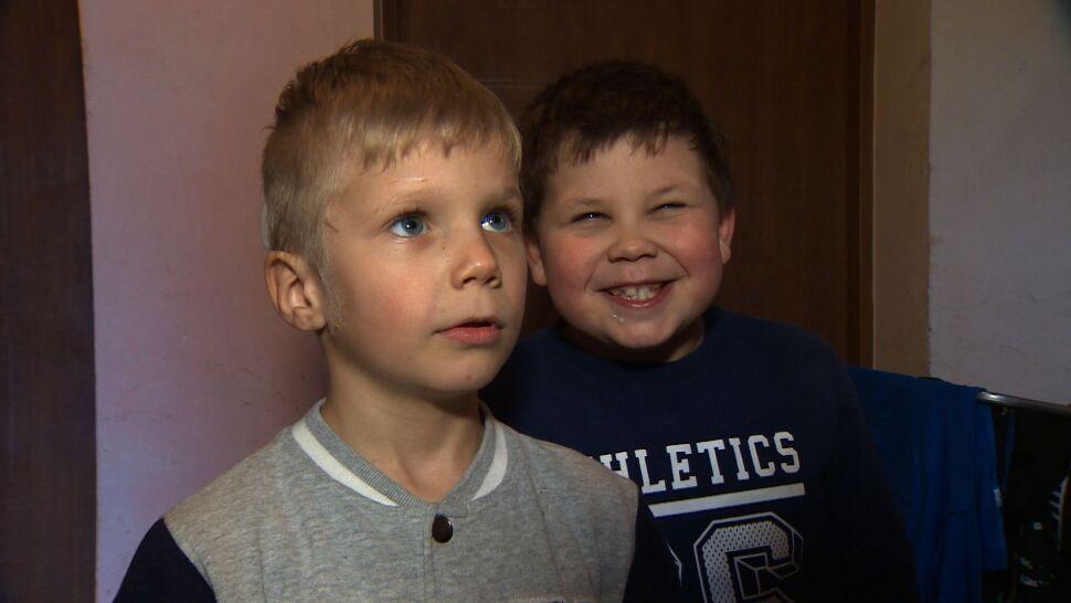Sześcioletni Maciek opowiada, jak złapał trzyletniego Kordiana, który skoczył z okna
