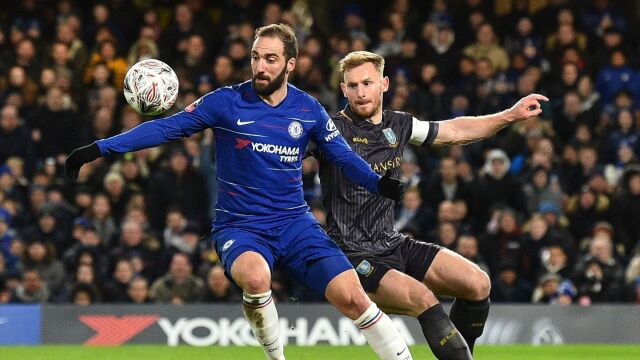 Higuain zadebiutował w niebieskich barwach. Pewny awans Chelsea