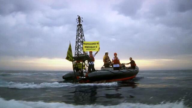 Hiszpańska marynarka wojenna zaatakowała działaczy Greenpeace. Czworo rannych