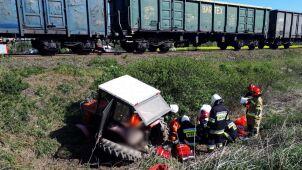 Pociąg uderzył w ciągnik rolniczy. Nie żyje 48-latek