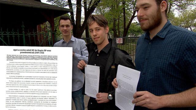 Maturzyści apelują do rządu i nauczycieli.