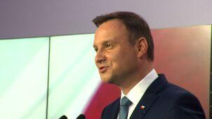 Objazd po Polsce, zagraniczne wizyty, flagowe ustawy. Plan Dudy na 100 dni