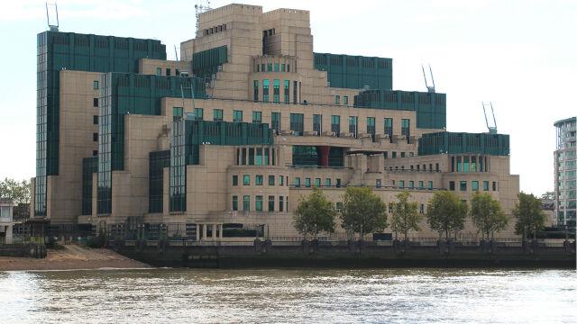 Szef MI6 po raz drugi w swej kadencji zabrał głos. Ostrzegł Rosję