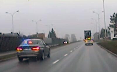 Policyjna eskorta w drodze na porodówkę