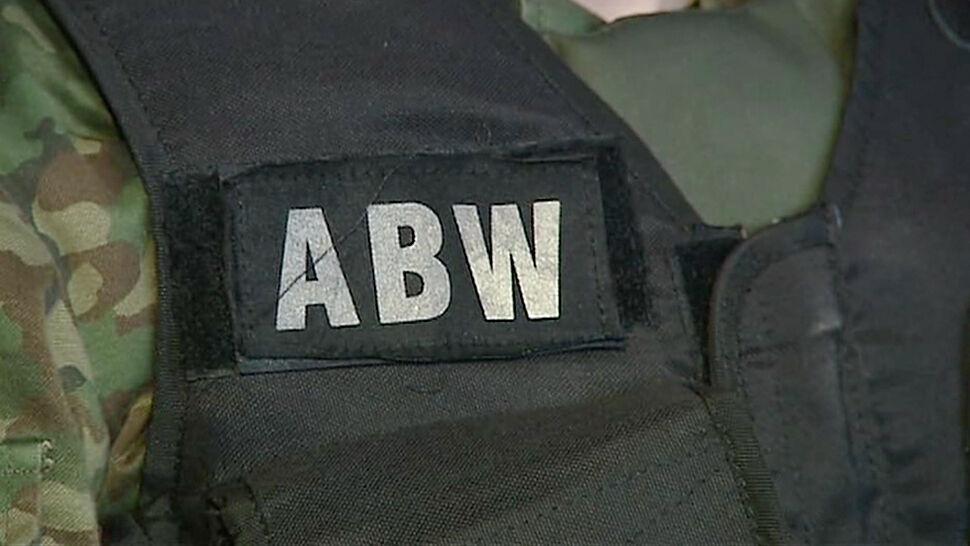 Funkcjonariusz SKW zatrzymany przez ABW. Miał gromadzić tajne materiały