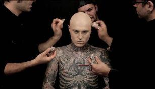 Zombie Boy Usunął Tatuaże