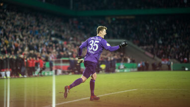 Bayern podebrał odwiecznemu rywalowi bramkarza, który zasłynął brutalnym faulem