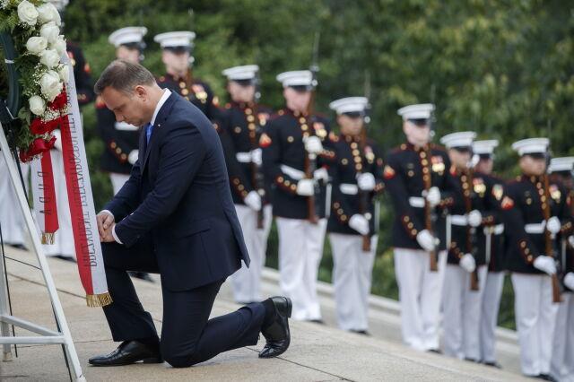 Wieńce od prezydenta Dudy w Arlington i na grobie Karskiego