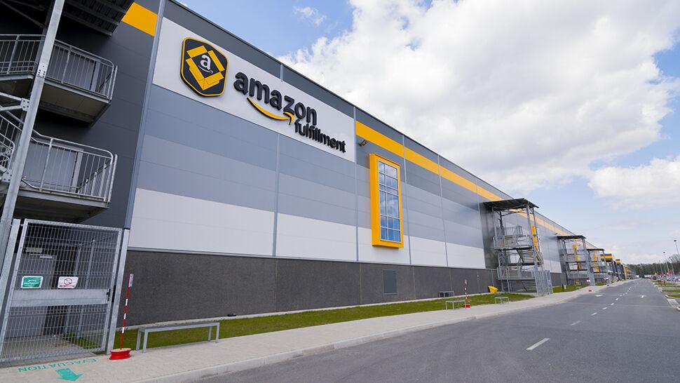 Prokuratura: pracownicy okradali Amazona, wynieśli sprzęt o wartości 4,5 miliona złotych