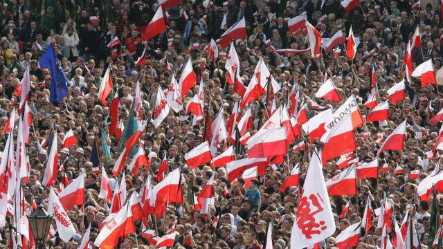 Kraków: Parę prezydencką żegnało 150 tys. ludzi