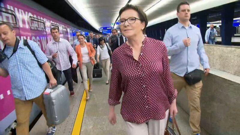 """""""Kolej na Ewę"""". Premier pociągiem do wyborców"""