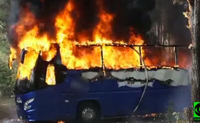 Autokar zapalił się w okolicy Dobrojewa