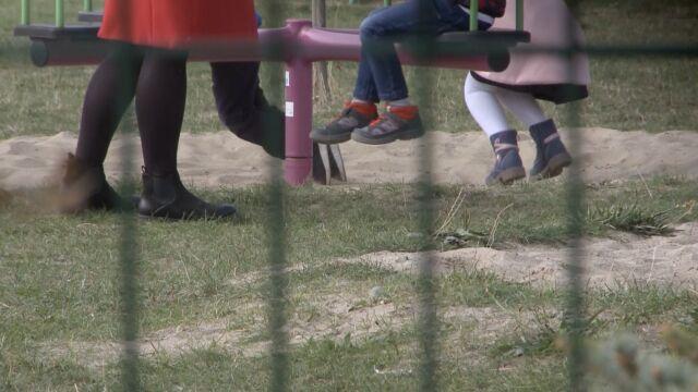 """""""Dawała klapsy, mieli nic nie mówić rodzicom"""". Sprawa przedszkolanki w prokuraturze"""