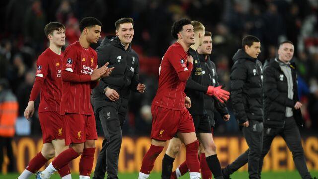 """To idzie młodość. Liverpool zrobił awans """"dzieciakami"""""""