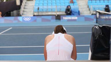 Justyna Kowalczyk  pociesza tenisistkę