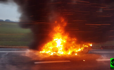 Samochód w ogniu na A4