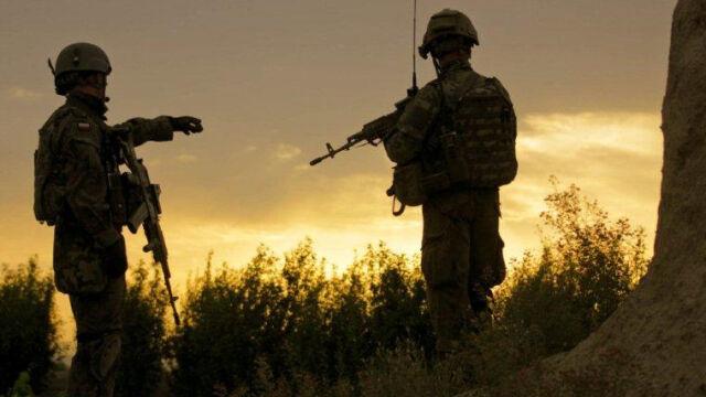 Zarzuty za współpracę NATO z Rosją w Afganistanie. Opozycja: to paranoja polityczna