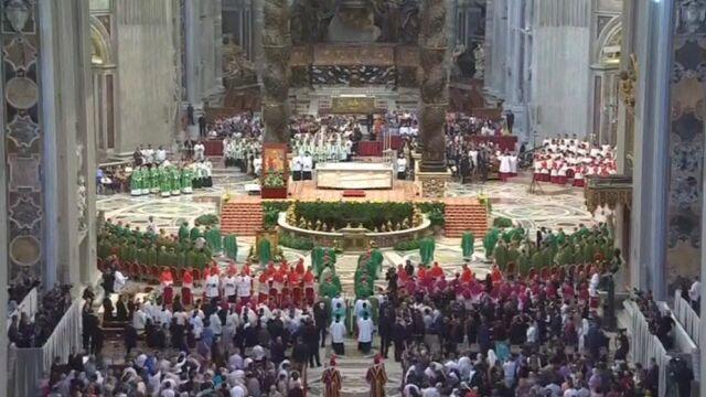 """Synod: """"nie"""" dla związków homoseksualnych, dalsza dyskusja o rozwodnikach"""