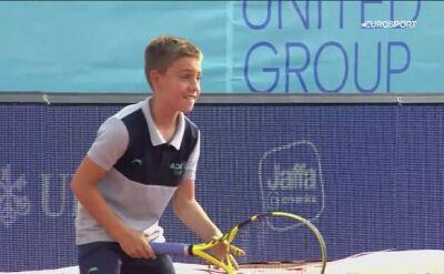 Chłopiec do podawania piłek utarł nosa Novakowi Djokoviciowi
