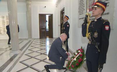Macierewicz złożył kwiaty między innymi pod tablicą ku pamięci Lecha Kaczyńskiego