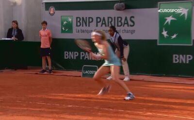Marie Bouzkova zaatakowana przez gołębie na korcie