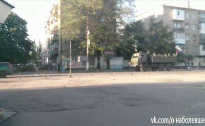 Kolumna czołgów na ulicach miasta Torez