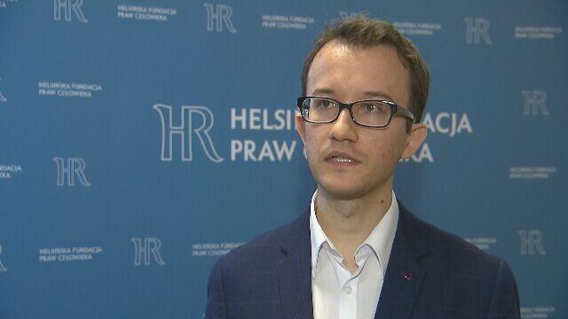 Prawnik Helsińskiej Fundacji Praw Człowieka Marcin Szwed uzyskał i udostępnił dokumenty z umorzonego postępowania