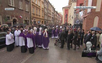 Tłum pożegnał Władysława Bartoszewskiego brawami