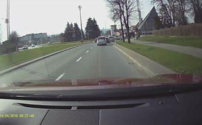 Samochód przejechał tuż przed rowerzystą