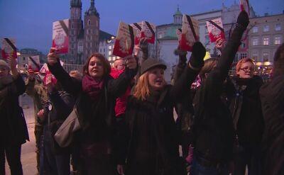 Demonstracja KOD przed restauracją w Krakowie