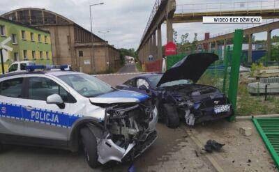 Kierowca mustanga próbował przejechać policjantkę, staranował radiowóz