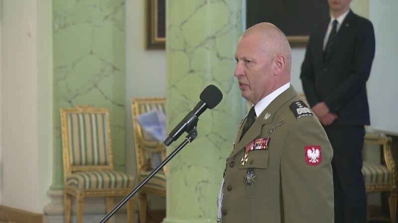 """Gen. Mika odebrał nominację. Poprzednik odchodzi z wojska i rekomenduje """"lekturę konstytucji"""""""