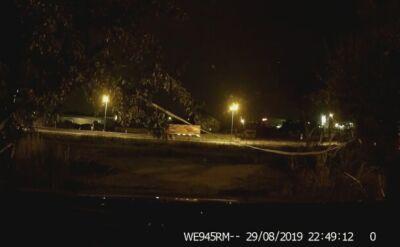 Samochodowa kamera nagrała złodzieja; policja opublikowała nagranie