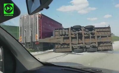 Przewrócony samochód ciężarowy na łódzkim odcinku A1