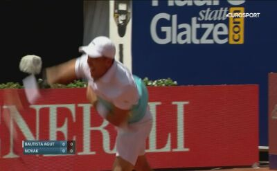 Świetny dropshot Novaka w meczu z Bautistą Agutem