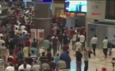 Zwolennicy rządu przejęli lotnisko Ataturka