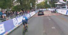 Mistrz świata juniorów musiał omijać samochód