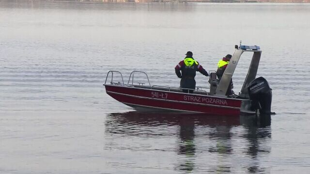 Firefighters from the lagoon pulled out a sunken boat. The Prosecutor's Office is in charge of the investigation