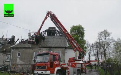 Strażacy dogaszali pałacyk w Sikorzu