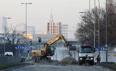 Kolejna doba utrudnień w Warszawie. Trwa usuwanie skutków awarii ciepłowniczej