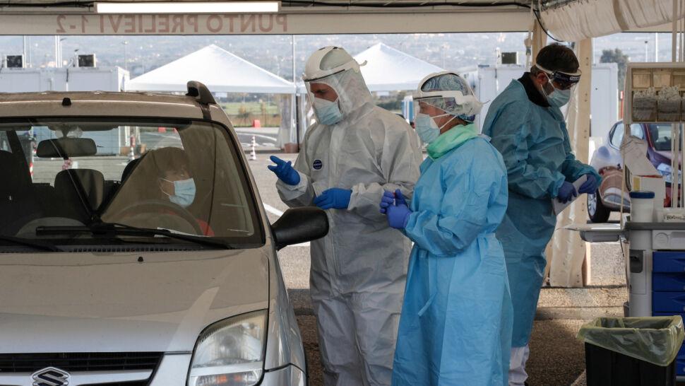 """""""Panie doktorze, po co wiedzieć?"""". Polacy coraz częściej nie chcą wykonywać testów na SARS-CoV-2"""