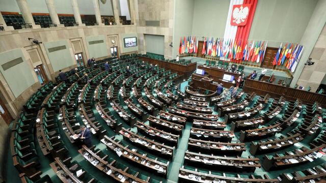 W Sejmie pięć ugrupowań. Ogromna przewaga PiS w sondażu